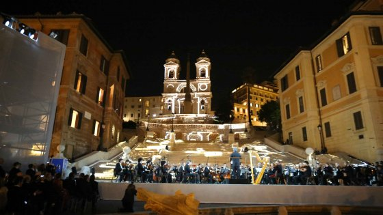 #Roma # After completion of the restoration works of the Spanish Steps de mountains