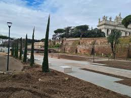 San.Giovanni in Laterano, the gardens of Via Sannio open to the public.